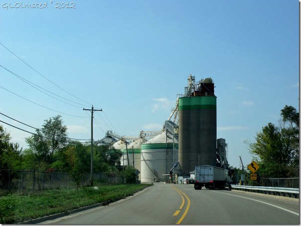 07 Grain silos along SR6 near Utica IL (1024x768)