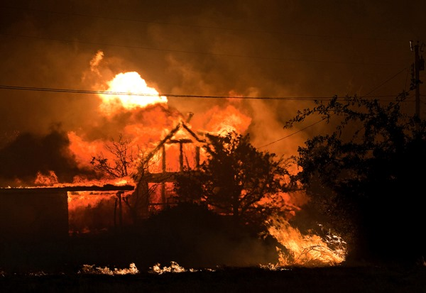 Home burning Yarnell Hill Fire AP photo Tom Story