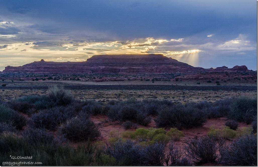 Sunset & crepescular rays Hamburger Rock BLM Utah