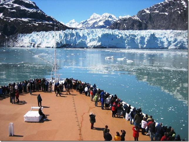 Glacier Bay National Park cruise ship approaches Margerie Glacier NPS 304D39D1-1DD8-B71C-07897C55389FE615