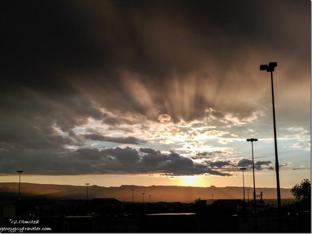 crepuscular rays Page Arizona